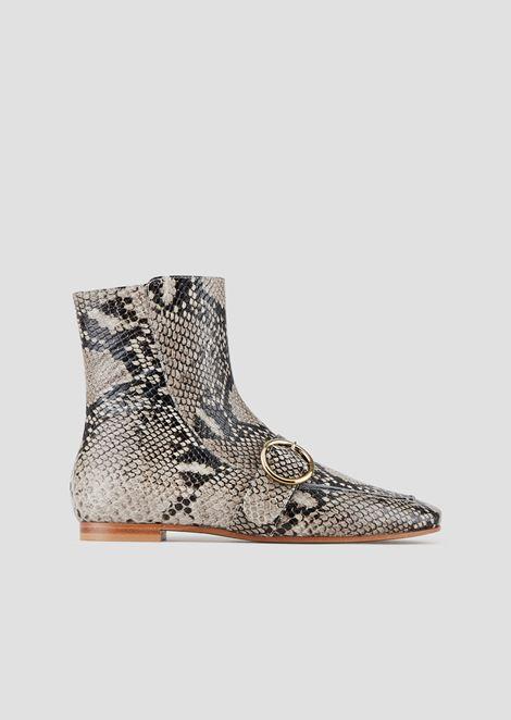 系带和搭扣蟒蛇纹皮革短靴