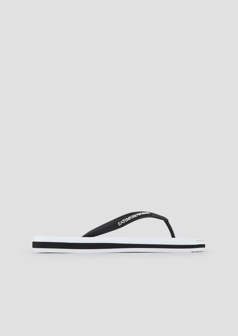 Flip-flops with contrasting maxi-logo