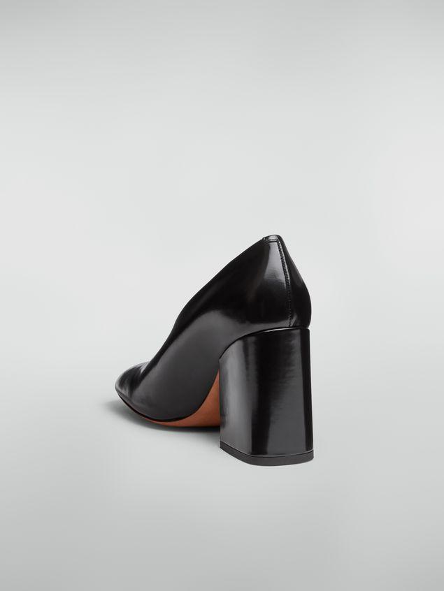 Marni Zapato de salón con corte ascendente de piel pulida negra  Mujer