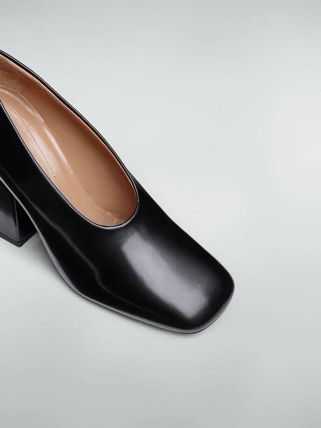 Marni Zapato de salón con corte ascendente de piel pulida negra  Mujer - 5