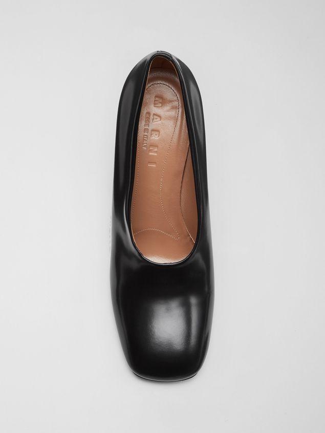 Marni Zapato de salón con corte ascendente de piel pulida negra  Mujer - 4