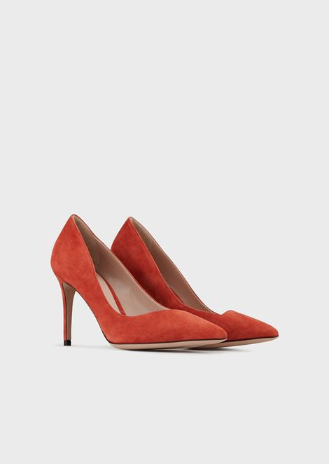 Suede pumps with asymmetric top line