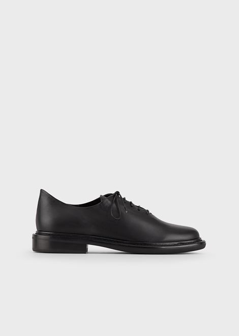 Leather brogues with matching-tone laces