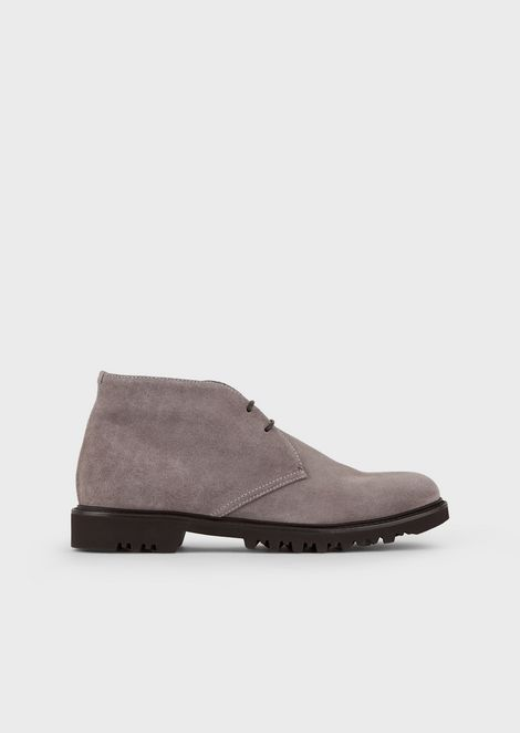 High-laced boots in suede with heavy-duty sole