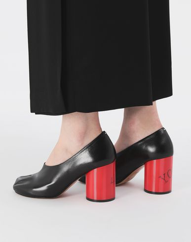 SHOES Tabi hologram leather pumps Black