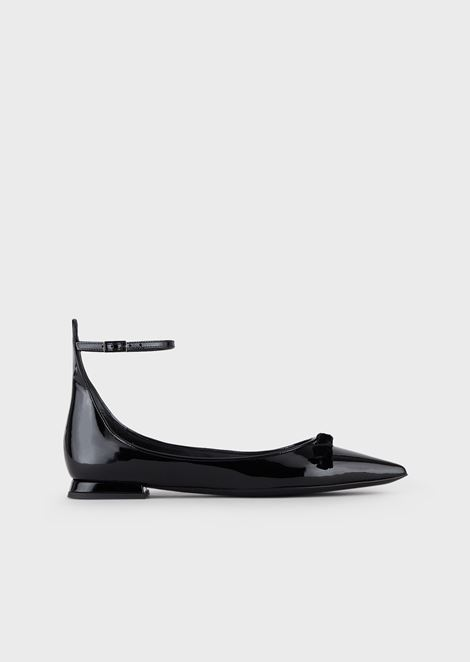 Pointed-toe ballerinas in patent leather