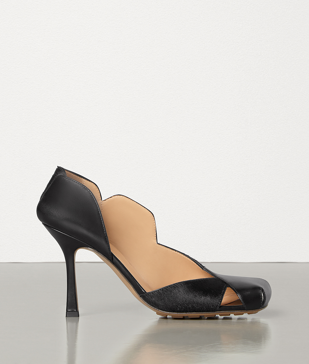 PUMPS IN SHINY CALF AND HAIR CALF