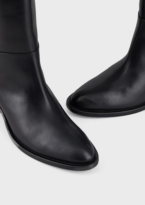 Leather boots with logo strap