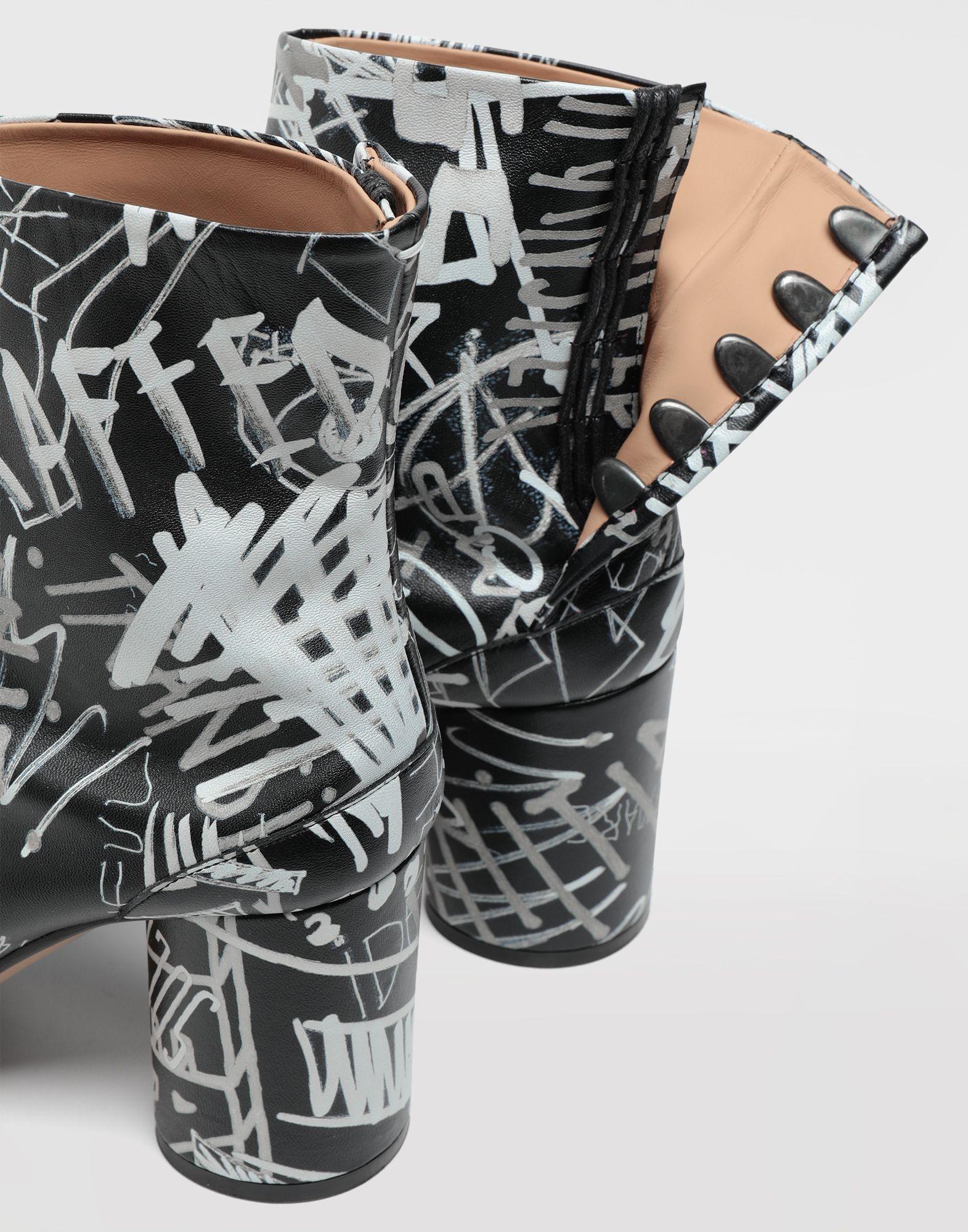 MAISON MARGIELA Graffiti Tabi boots Tabi boots & Ankle boots Woman b
