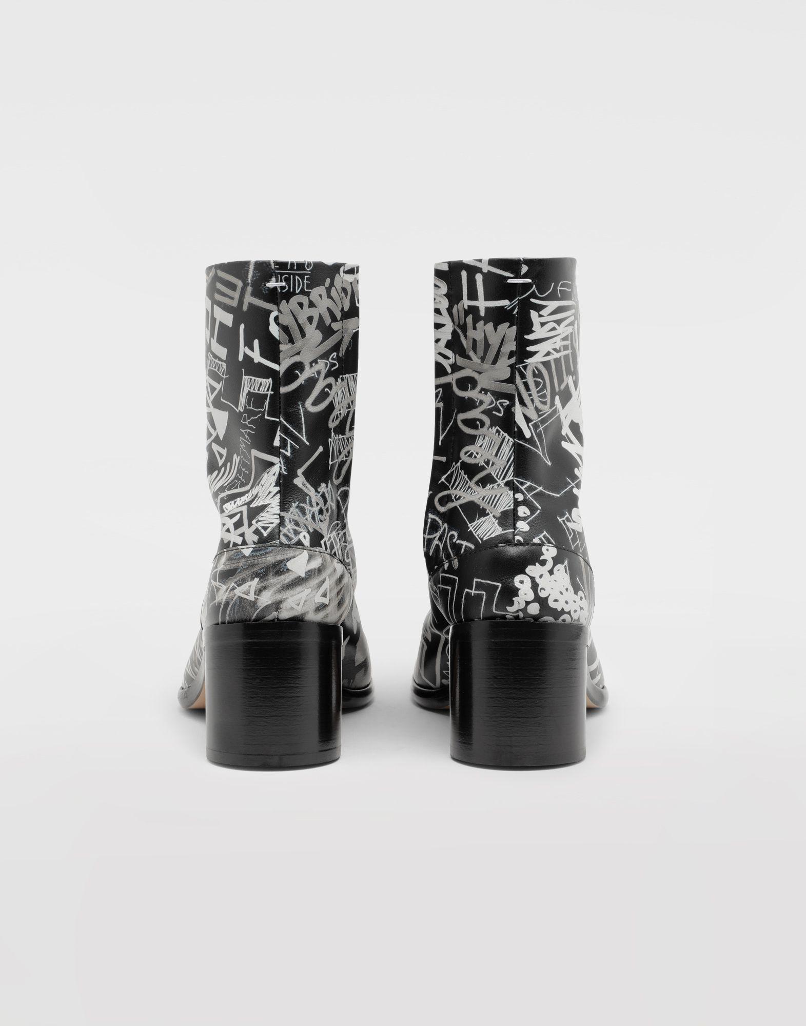 MAISON MARGIELA Graffiti Tabi boots Tabi boots & Ankle boots Man e