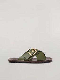 Marni Überkreuzte Sandale mit Schnalle aus glattem Kalbsleder in Grün Damen