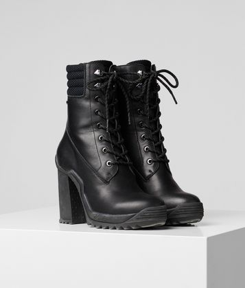 KARL LAGERFELD VOYAGE III ANKLE LACE BOOT