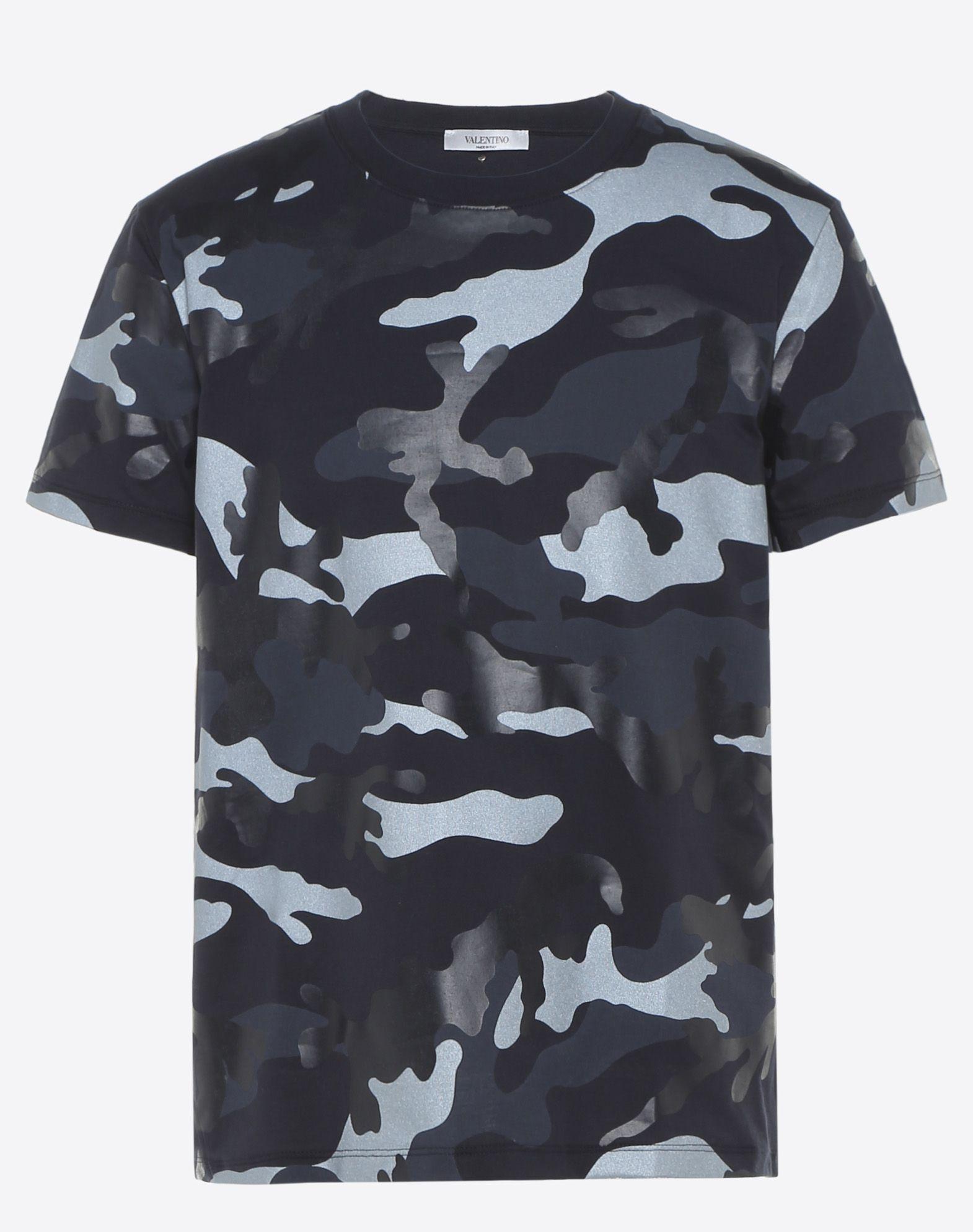 Men 39 S Camouflage Print T Shirt Valentino Valentino