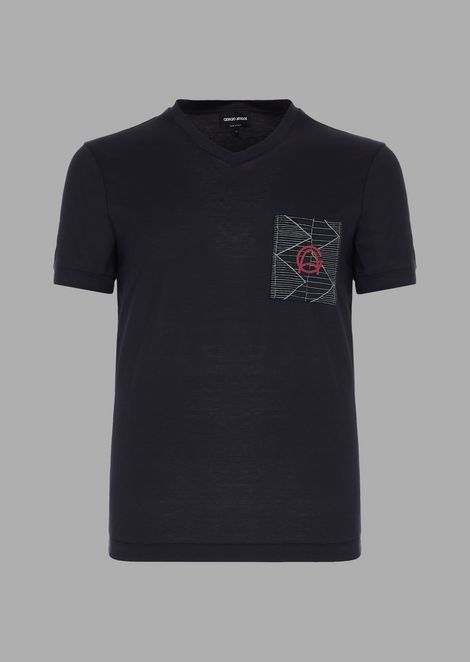 Jersey T-shirt with geometric appliqué with die cut and heat-sealed logo