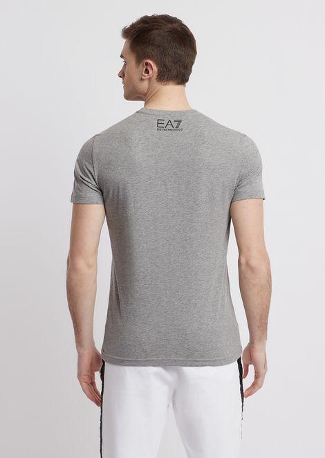 T-shirt in cotone con maxi-stampa logo EA7