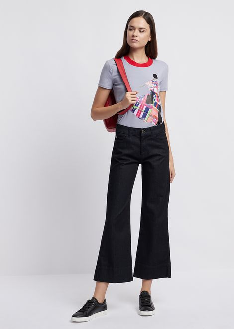 T-shirt in jersey with colored print and contrasting collar