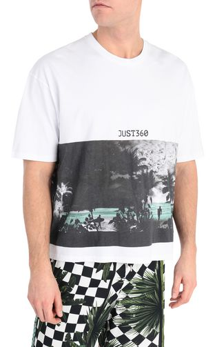 T-shirt with surfer print