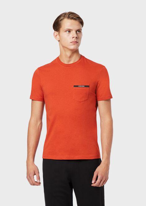 Camiseta de punto con bolsillo y bordes con logotipo