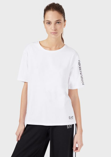 Cropped T-shirt with print on the sleeve