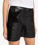 Shorts aus Leder und Wildleder