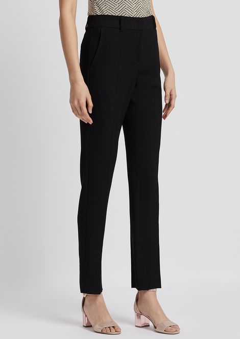 Cropped pants in textured fabric