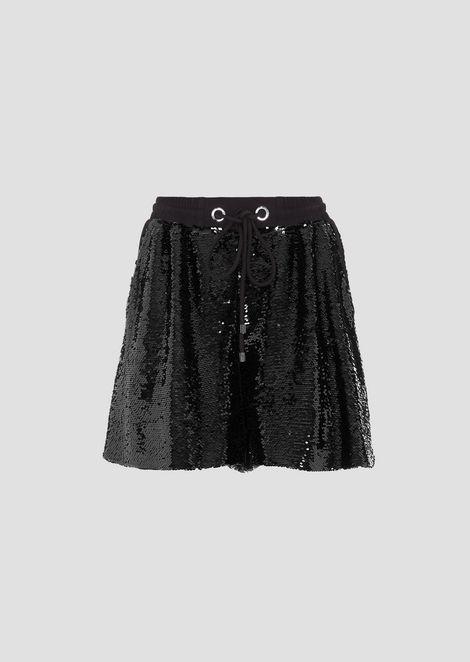 Shorts in tessuto rivestito di paillettes con coulisse