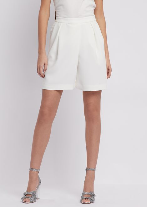 Crêpe shorts with pleats and stretch waist at the back