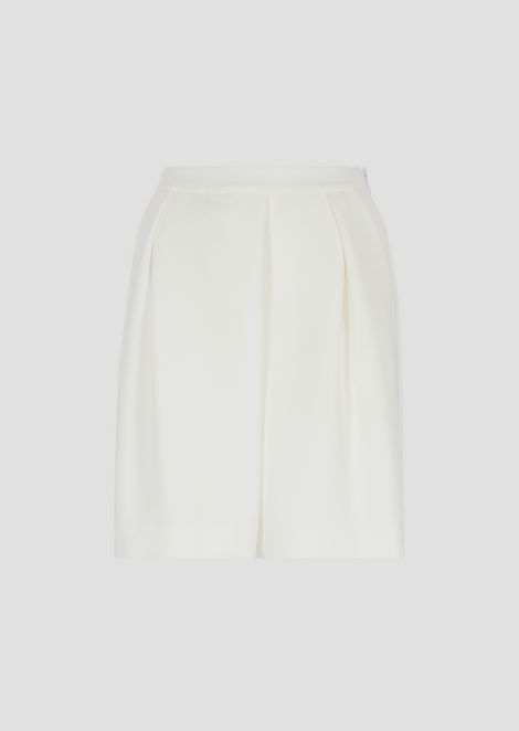 Crêpe shorts with pleats and stretch back waist