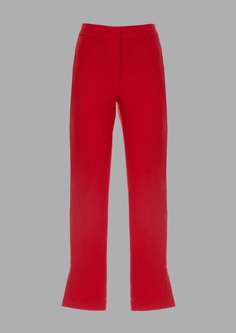 Pantaloni a fondo corto svasato con spacchi laterali