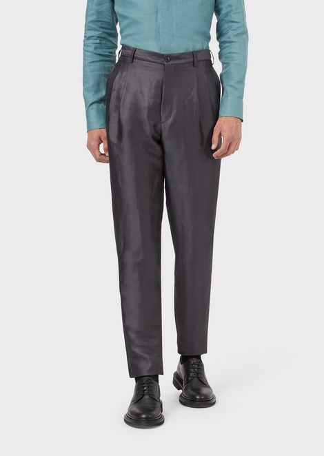 Pleated trousers in plain-woven ramie blend fabric