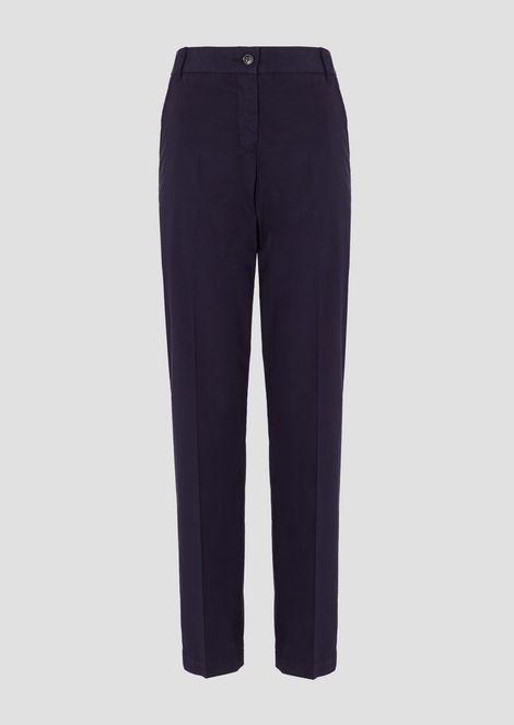 Pantalones modelo chino de algodón pelleovo teñido en prenda