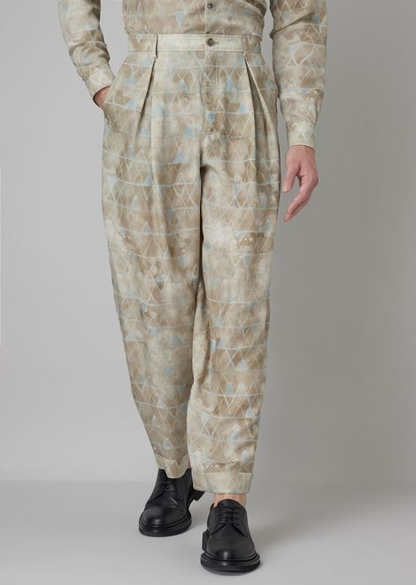 Garment-tumbled pants with wide pleats and plain-woven stretch cloth