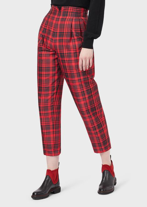 Cropped trousers with a check pattern