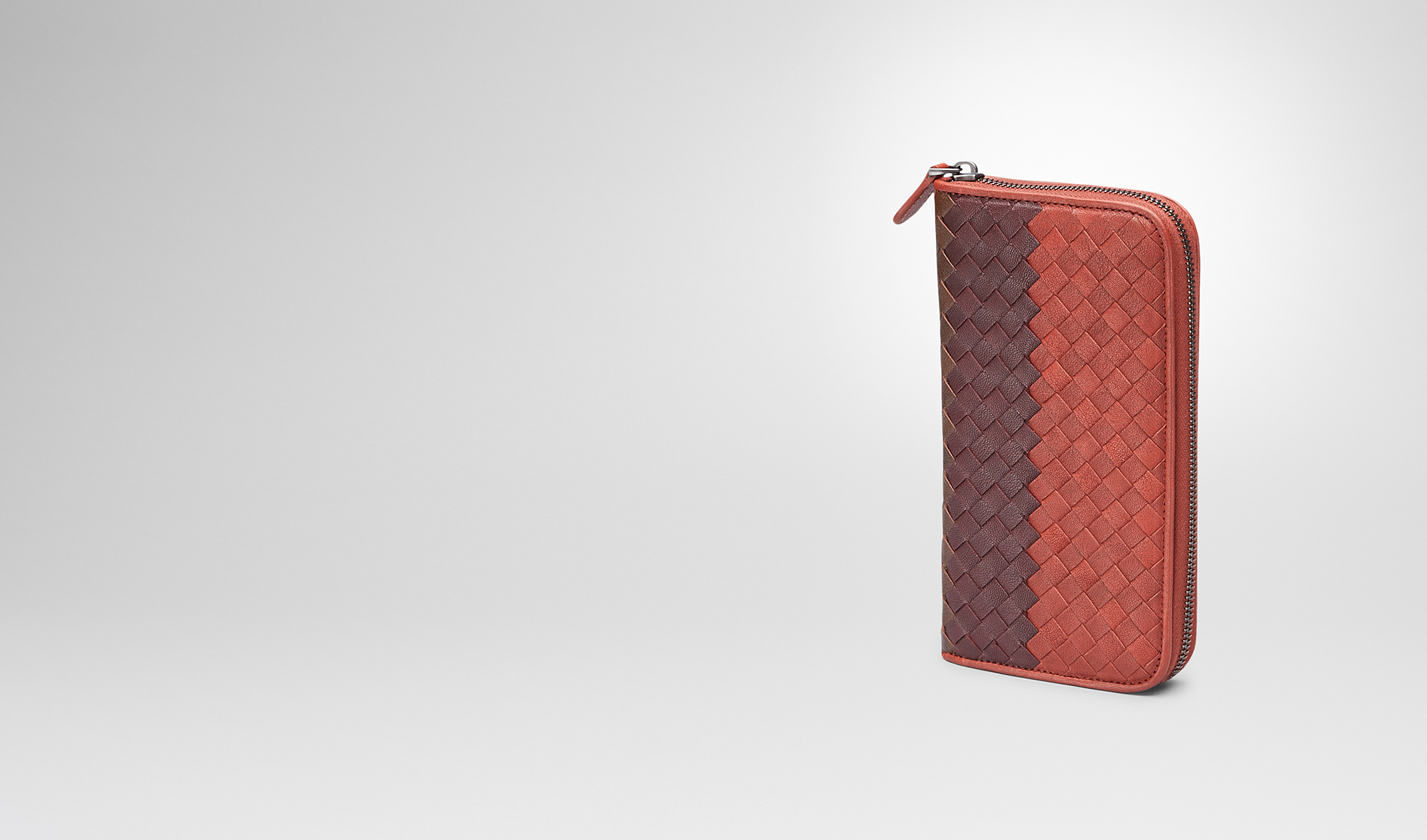 BOTTEGA VENETA Zip Around Wallet U Burnt Red Aubergine Edoardo Intrecciato Club Fumé Zip Around Wallet pl