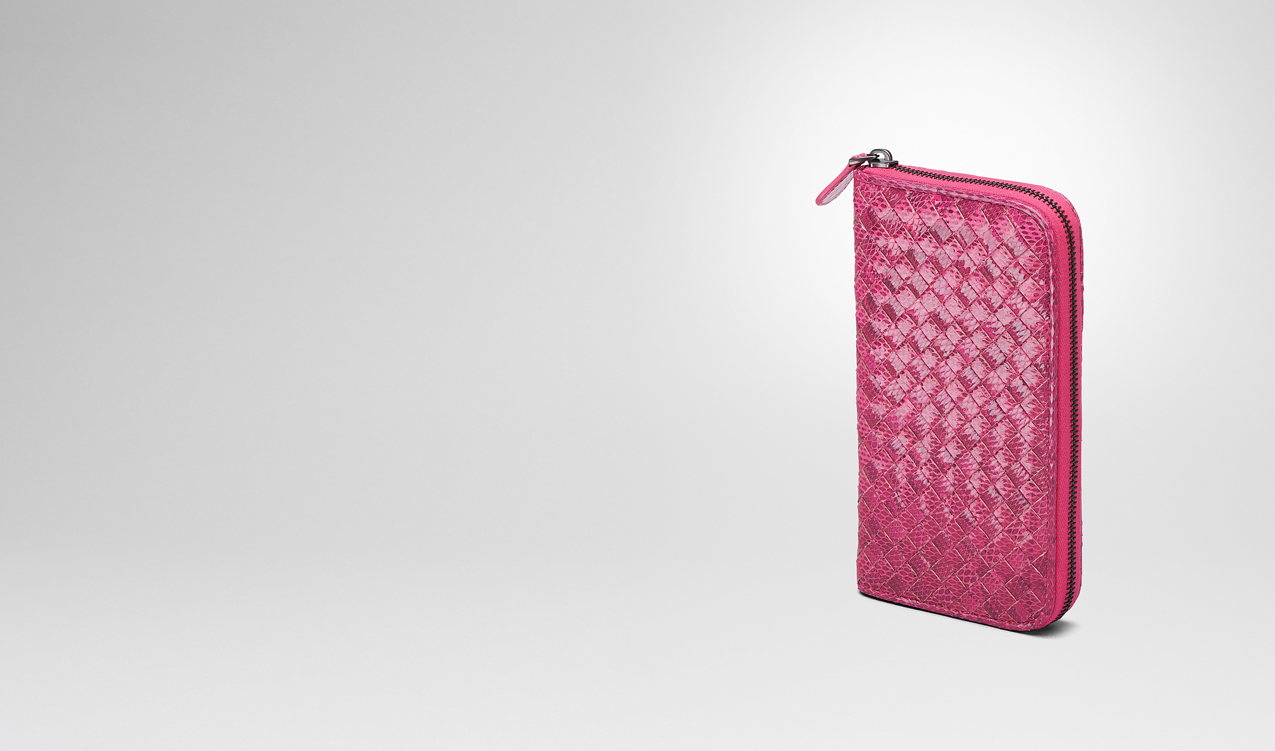 BOTTEGA VENETA Zip Around Wallet D ROSA SHOCK Intrecciato Ayers Livrea ZIP AROUND WALLET pl