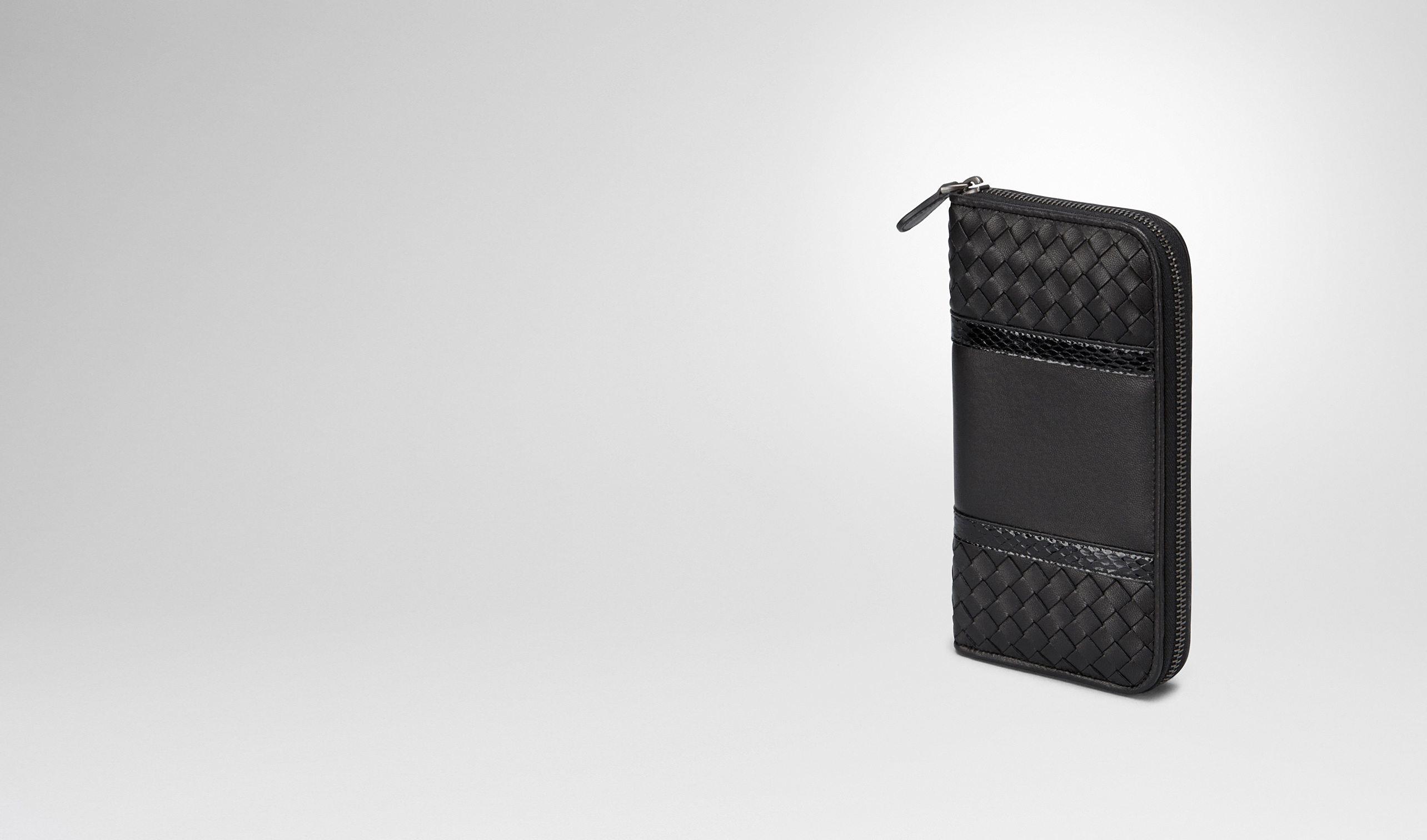 BOTTEGA VENETA Zip Around Wallet D ZIP AROUND WALLET IN NERO INTRECCIATO NAPPA, AYERS DETAILS pl