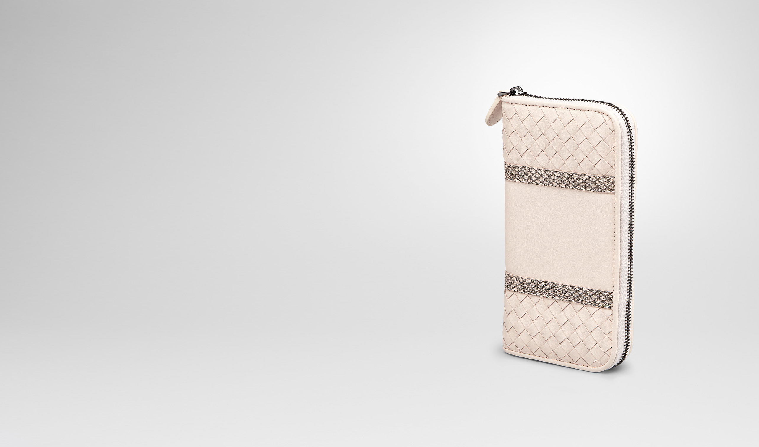 BOTTEGA VENETA Zip Around Wallet D PALE INTRECCIATO NAPPA AYERS ZIP AROUND WALLET pl