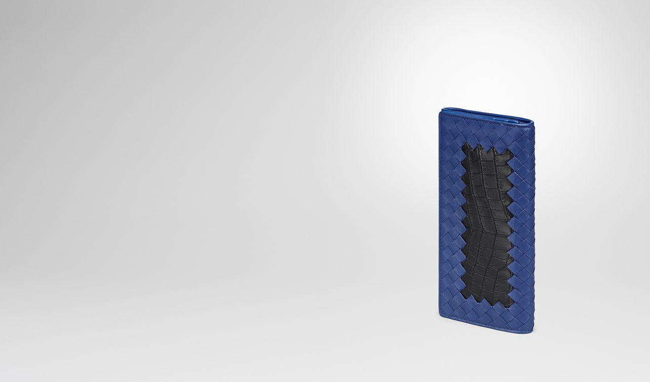 continental portemonnaie aus krokodilleder in nero und intrecciato nappa in cobalt blue landing