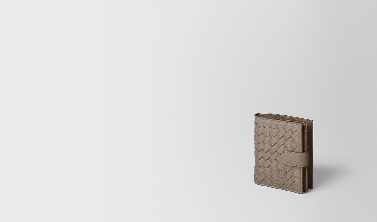 portefeuille mini format en cuir nappa intrecciato limestone landing