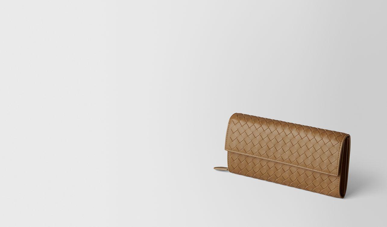 portefeuille continental en cuir nappa intrecciato camel landing