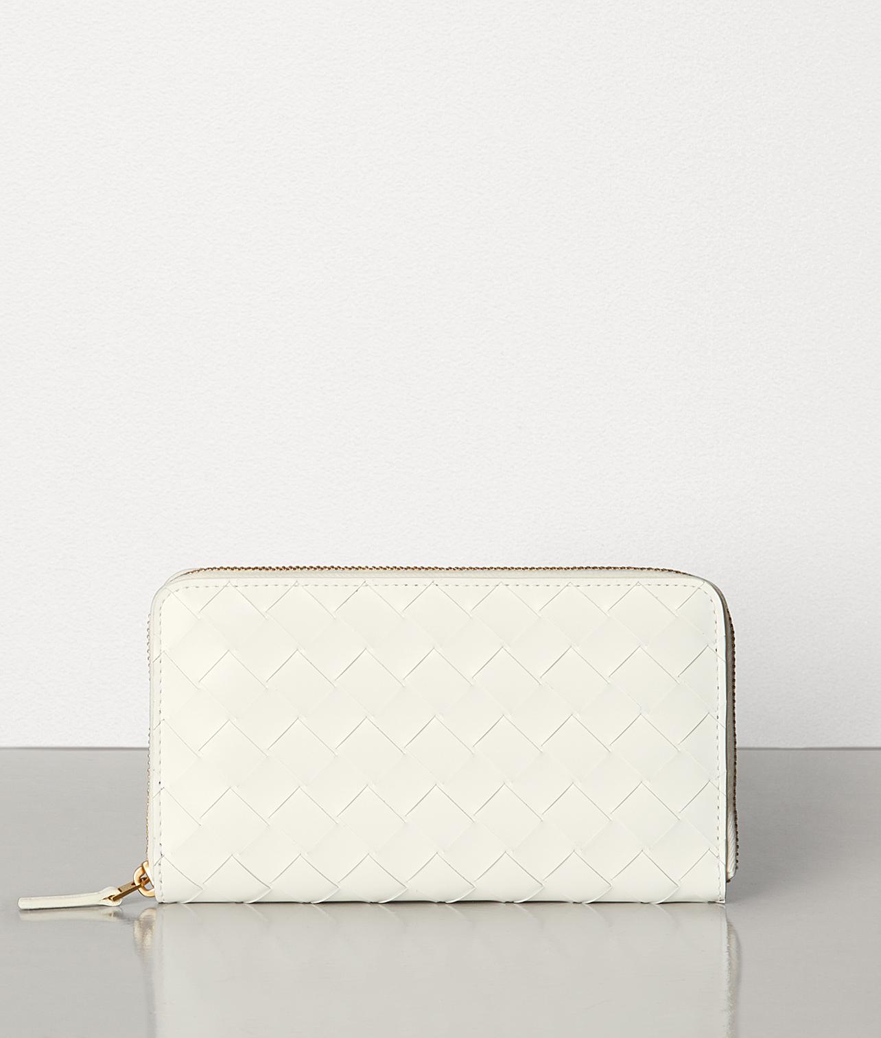 40代女性に似合うボッテガの財布