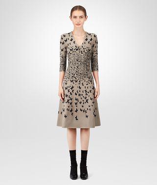 裸肌色粘纤连衣裙