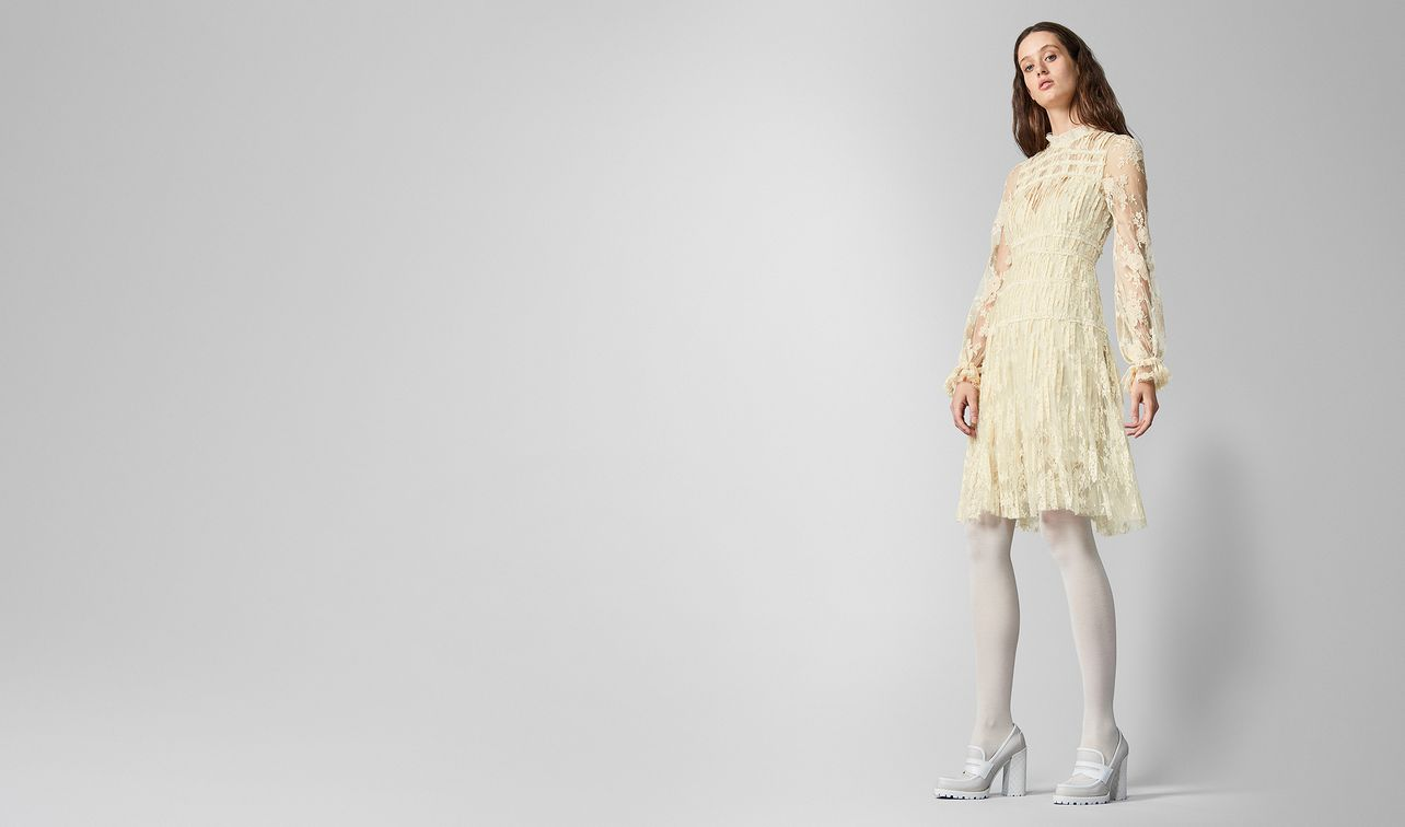 dress in silk lace  landing