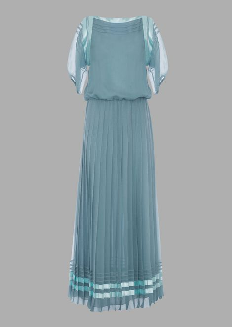 Long dress in organza with pleated skirt
