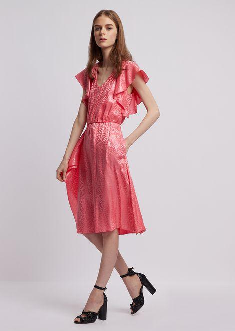 Kleid aus Seidenjacquard in Wet-Optik mit Rüschen