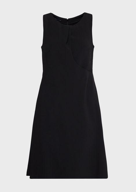 Расклешенное платье из кади свырезом