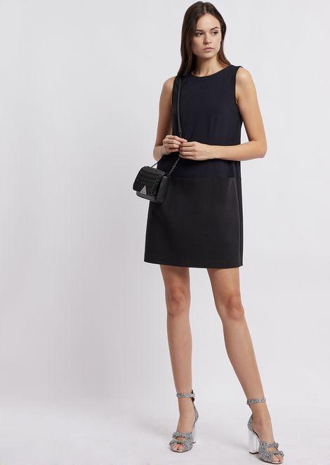 Платье без рукавов из крепа сконтрастным низом