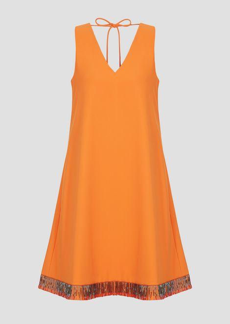 Kleid aus technischem Crêpe-Cady mit Pailletten-Dekoration am Saum
