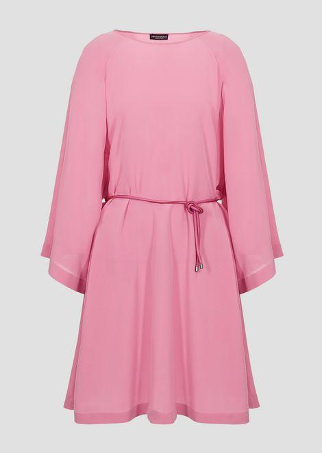 Kleid aus Seiden-Crêpe mit Kimonoärmeln