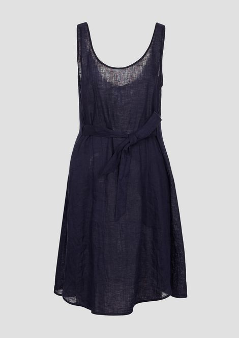 Платье из льняной ткани споясом